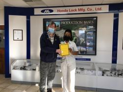 Yoschica Lee receives VIP Good Samaritan Award